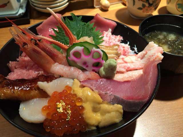 近江町市場の海鮮丼
