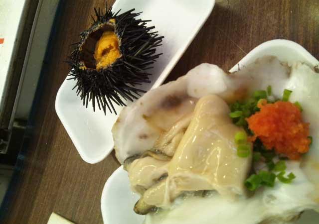 近江町市場 雲丹と岩牡蠣