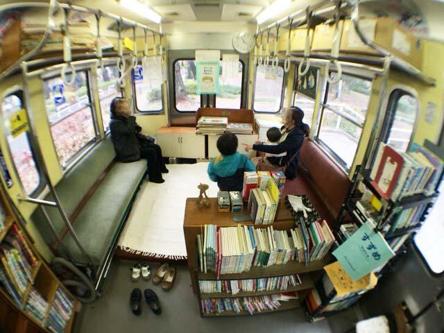 くめがわ電車図書館 内部写真
