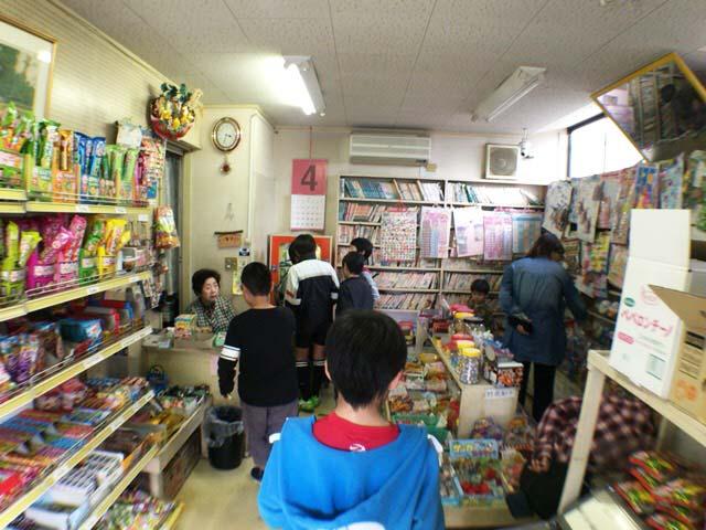 東村山市の駄菓子屋 きりん館