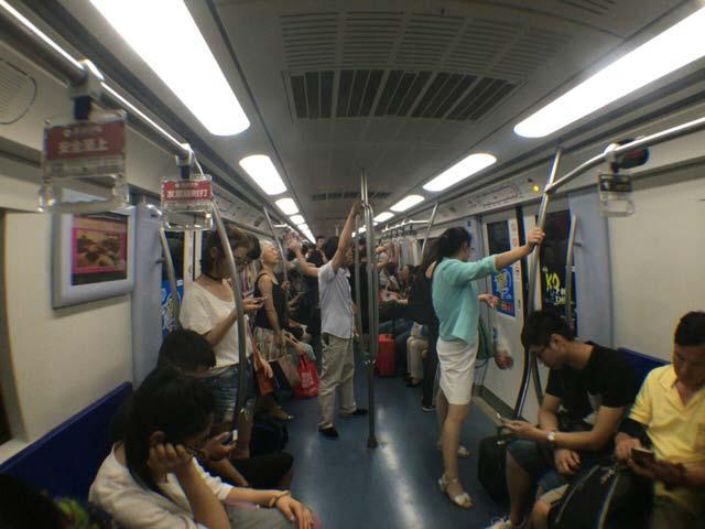 北京 地下鉄 車内