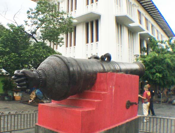 ファタヒラ広場 大砲