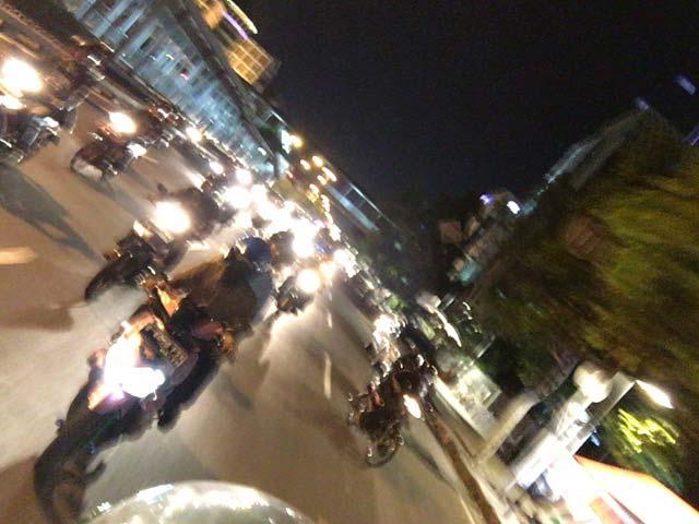 夜のジャカルタの渋滞