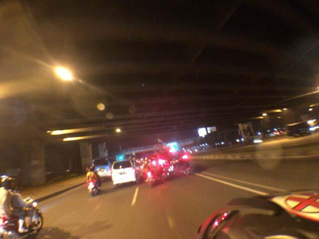 ジャカルタの夜の道路