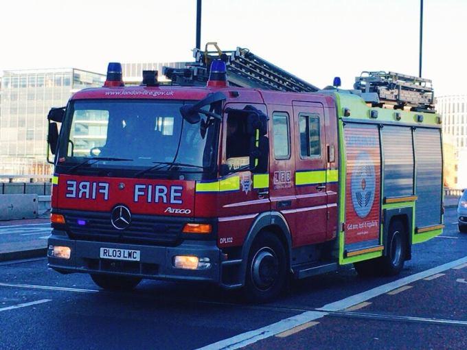 ロンドン 消防車
