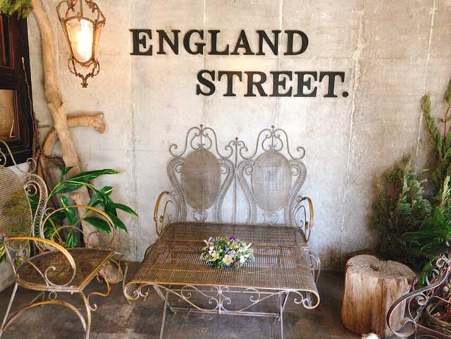 BAKERY ENGLAND STREET テラス席