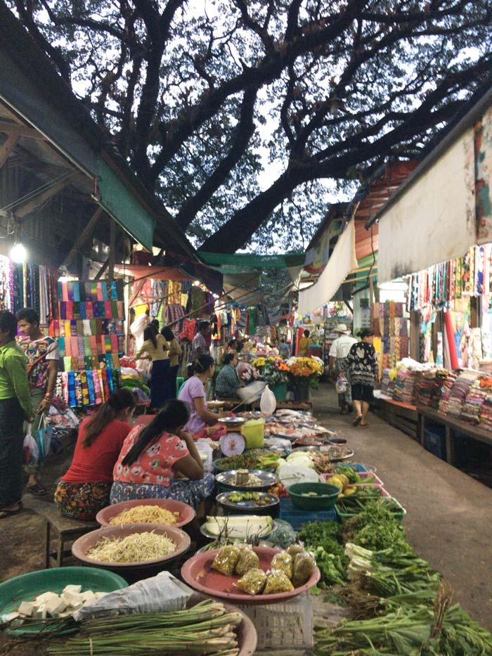 ミャワディー 市場