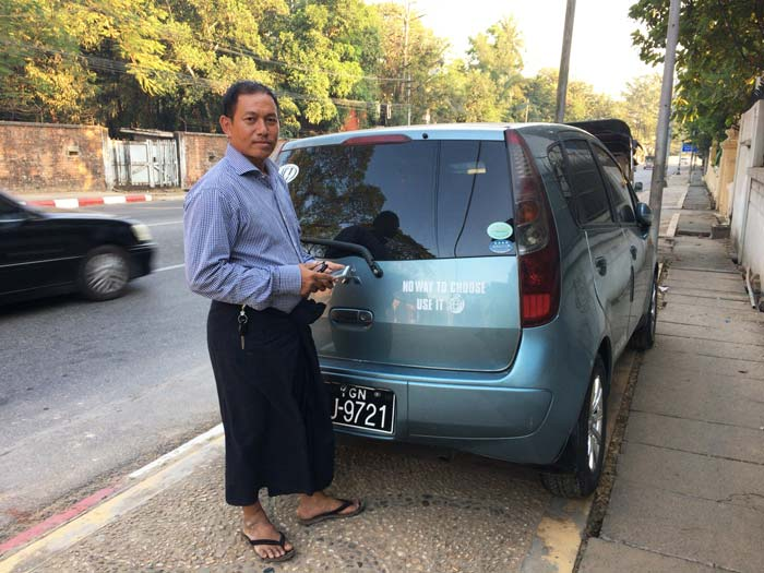 ミャンマー ロンジー男性