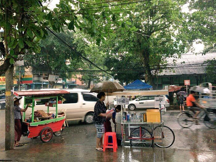 ミャンマー 雨