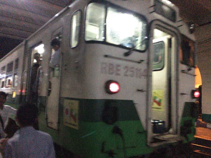 ヤンゴン 電車