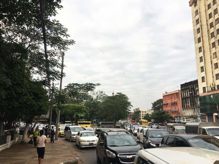 ヤンゴン 大渋滞