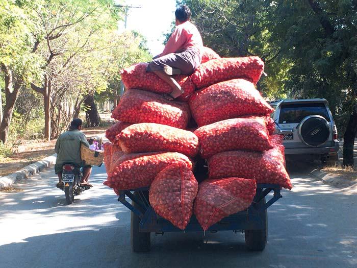 ミャンマー トラック