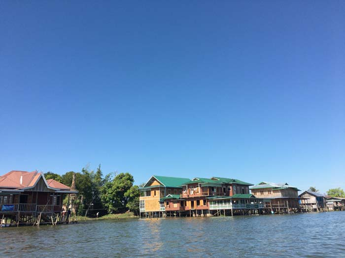 インレー湖 家