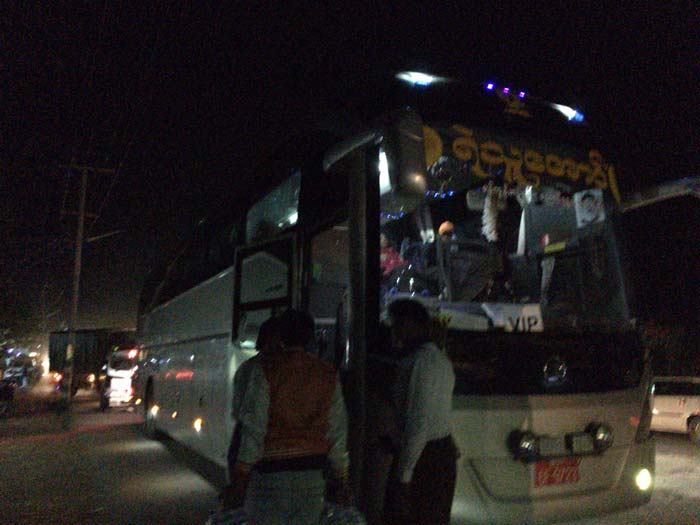 ミャンマー VIPバス