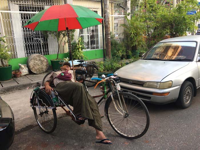 ヤンゴン 人