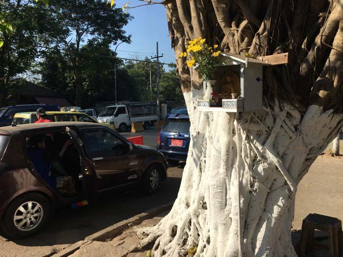 ヤンゴン 仏壇