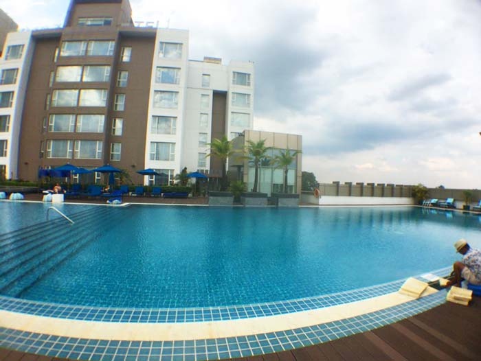 Yangon hotel pool