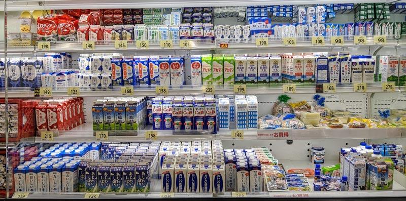 スーパーの牛乳