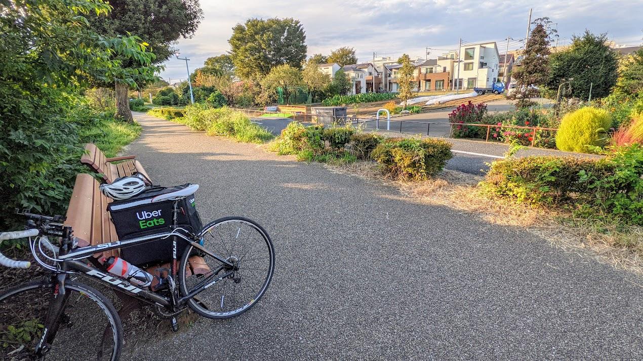 UberEats配達員 多摩自転車道路